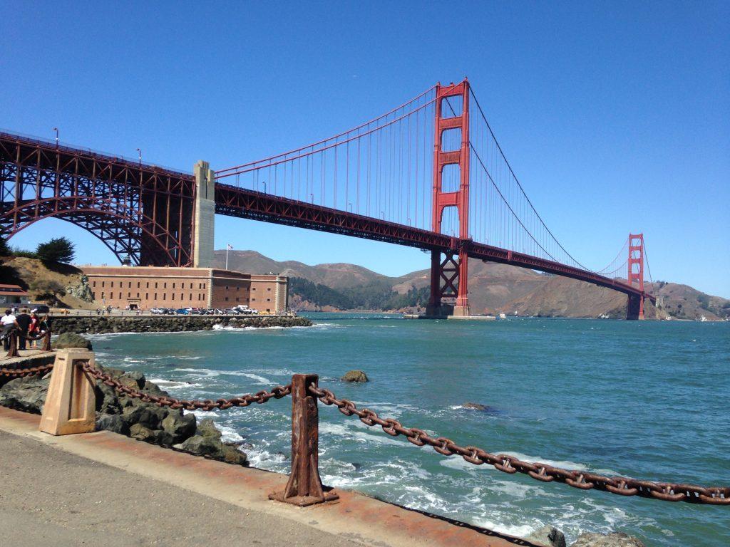 San Francisco, aux États-Unis avec le Golden Gate qui vaut à lui seul le détour ainsi que pour son Fisherman's Wharf, l'Alcatraz et surtout sa route des vignobles!