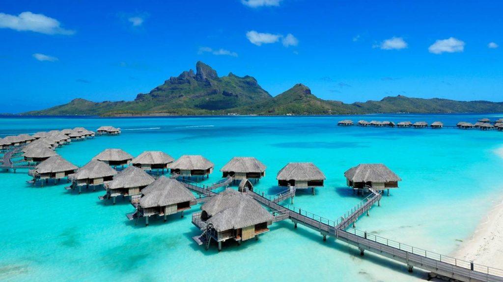 La Polynésie Française, je ne l'ai pas encore fait mais je la vends et je l'ai beaucoup étudiée. Étant une passionnée de plage et de paysage, j'ai bien hâte de la découvrir à mon tour!
